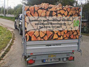 Lieferung Brennholz mit PKW und Anhänger