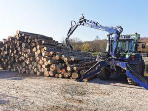 Brennholz arbeiten am Lager